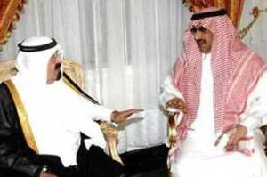 Saudi King Abdullah (L) visiting Prince Mohammed bin Nayef (R) who escaped an assassination attempt via alarabiya